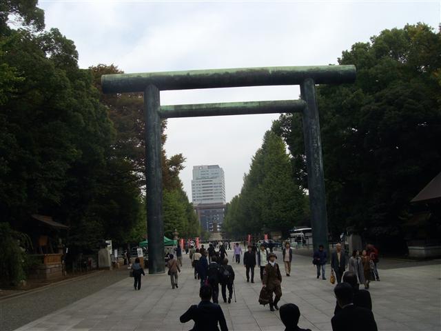 Yasukunitorii_r